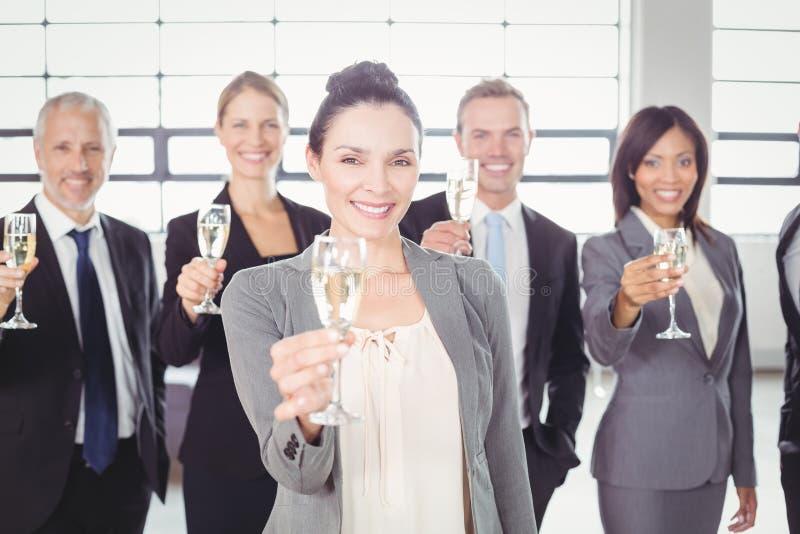 Portret trzyma szampańskiego flet biznes drużyna fotografia royalty free