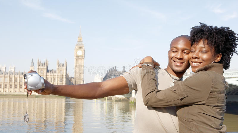 Portret turystyczna para na Westminister. zdjęcia stock
