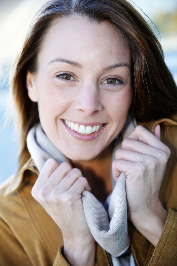 Portret uśmiechnięta kobieta fotografia stock