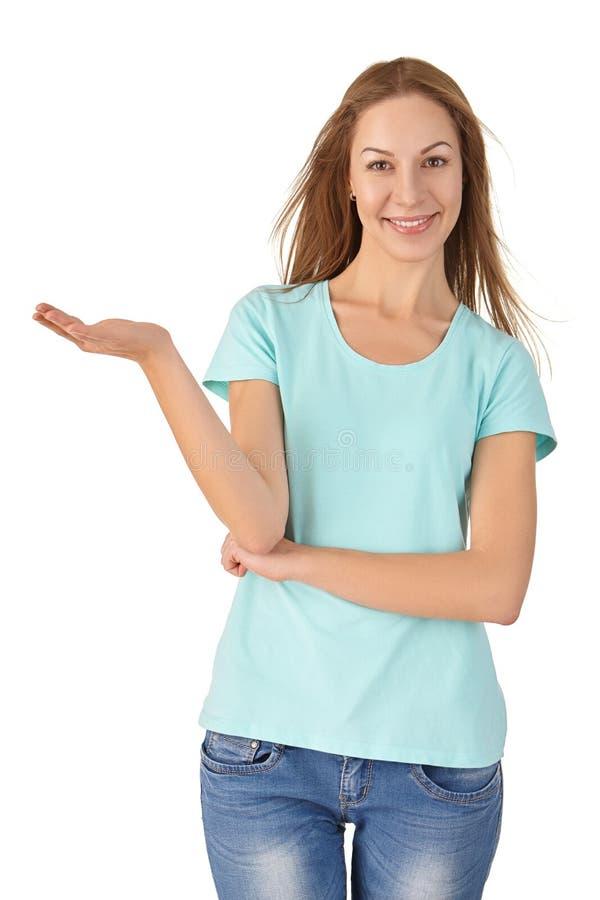 Portret uśmiechnięta kobieta w koszulce zdjęcia royalty free