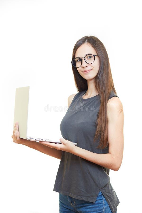 Portret uśmiechnięta młoda biznesowa kobieta w szkłach nad w obrazy stock