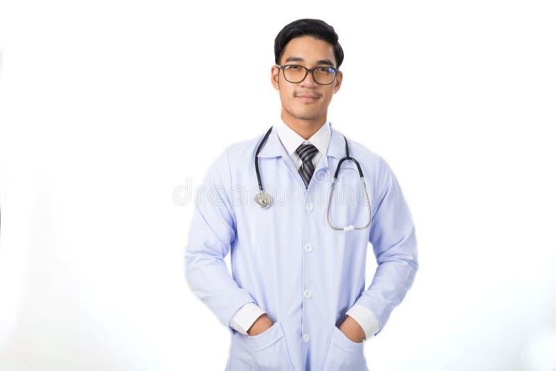 portret uśmiechnięta młoda samiec lekarka z stetoskopem obraz royalty free