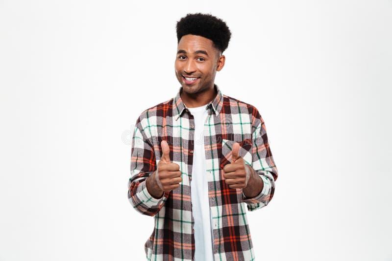 Portret uśmiechnięty afrykański mężczyzna ubierał w szkockiej kraty koszula zdjęcia royalty free