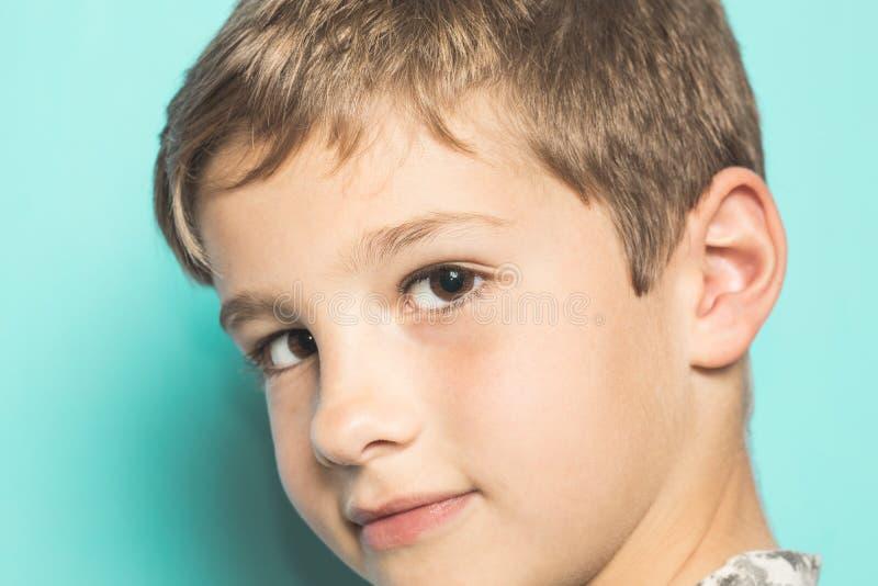 Portret uśmiechnięty blond dziecko obrazy royalty free