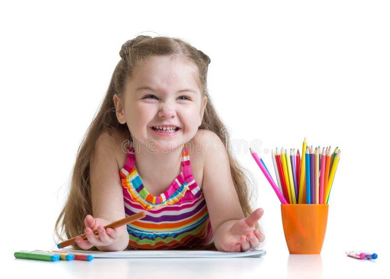 Portret uśmiechnięty dzieciak na podłodze odizolowywającej obrazy stock
