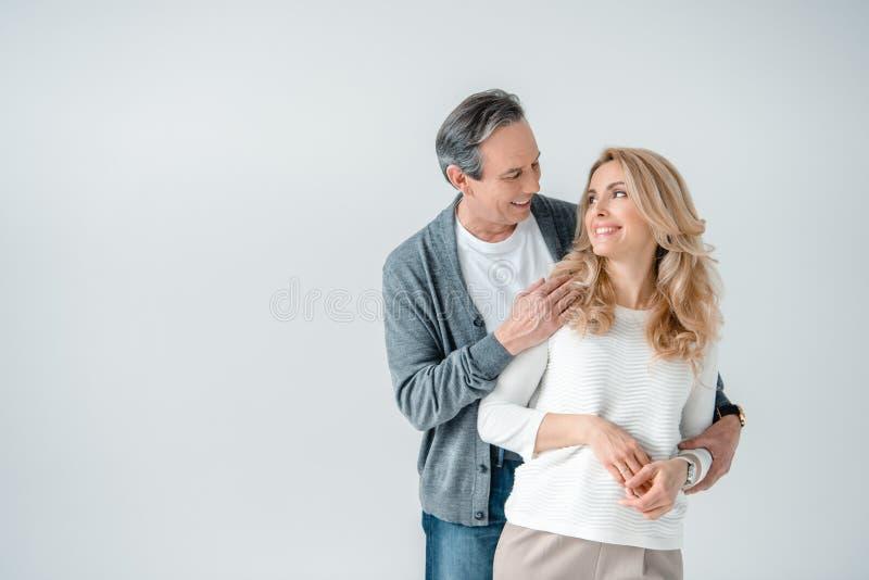Portret uśmiechnięty elegancki dorośleć mężczyzna i kobiety zdjęcia royalty free
