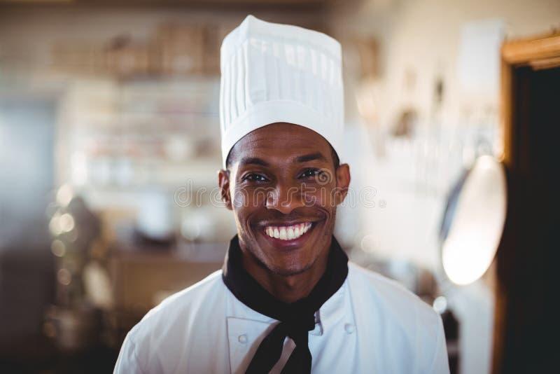 Portret uśmiechnięty kierowniczy szef kuchni obraz stock