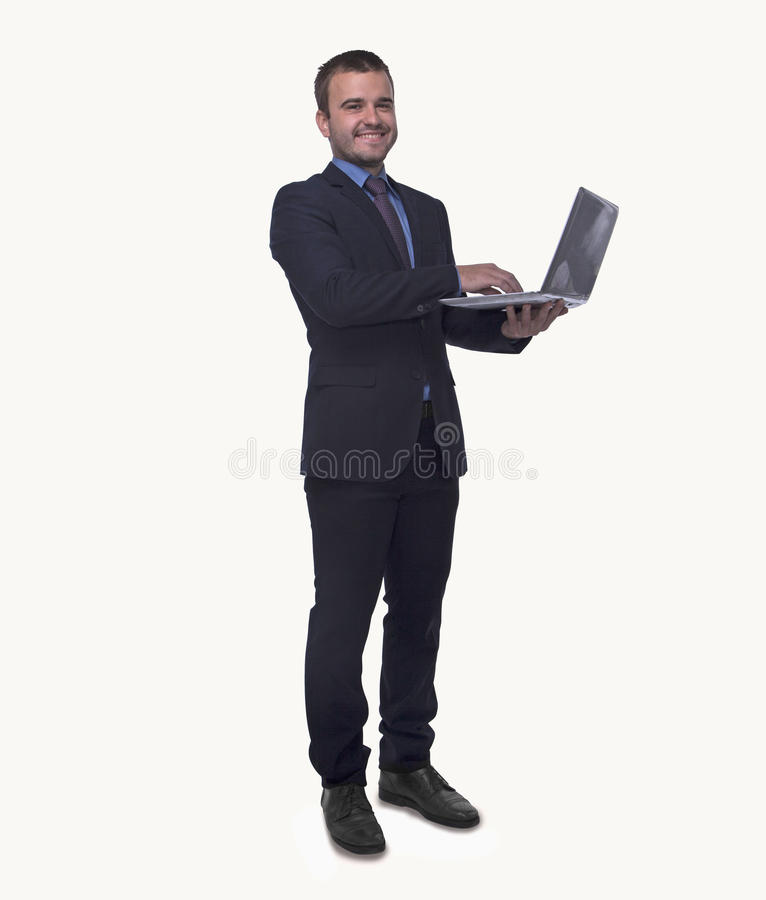 Portret uśmiechnięty młody biznesmen trzyma otwartego laptop, pełna długość, studio strzał fotografia stock