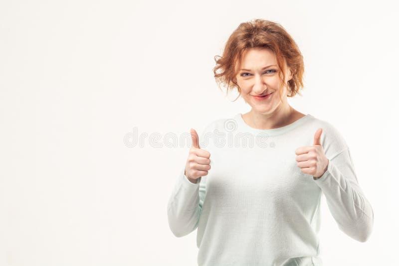 Portret ufna dojrzała kobieta z aprobatami zdjęcie royalty free