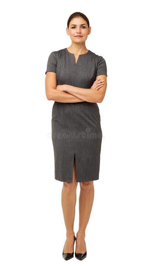 Portret Ufne bizneswoman pozyci ręki Krzyżować zdjęcie royalty free