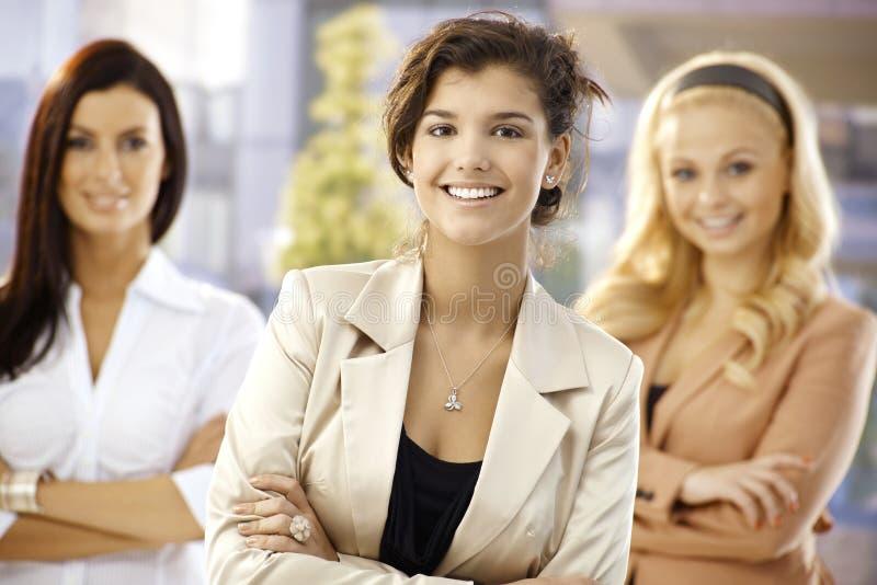 Portret ufni szczęśliwi bizneswomany zdjęcie stock