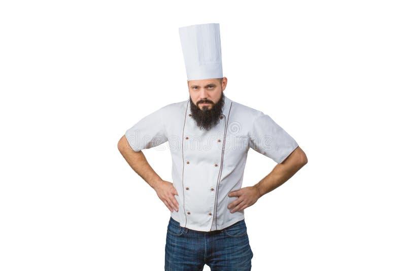 Portret ufny brodaty szef kuchni nad białym tłem podaj biodra fotografia stock