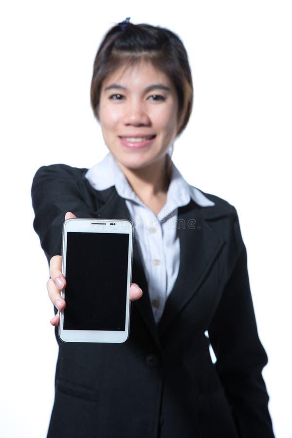 Portret ufny m?drze biznesowej kobiety mienia pastylki komputer zdjęcia royalty free