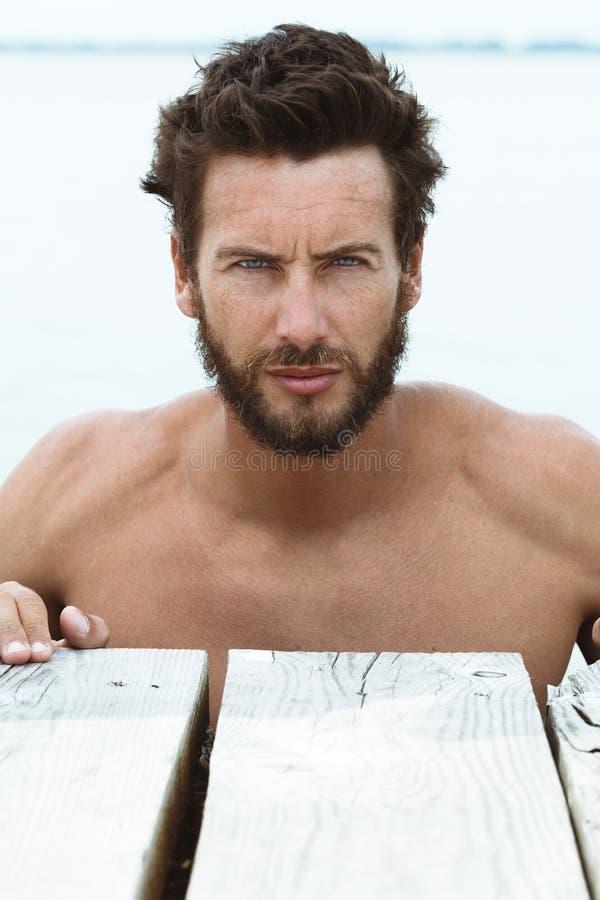 Portret Ufny Sportowy mężczyzna bez koszula obrazy stock