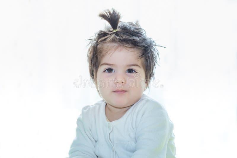 Portret urocza śliczna mała dziewczynka zdjęcie stock