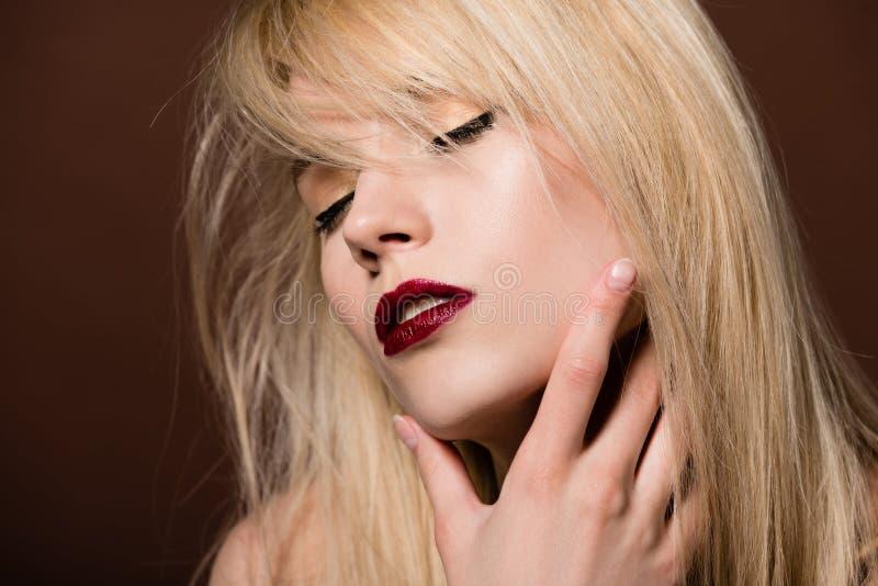portret uwodzicielska młoda blondynki kobieta obraz royalty free