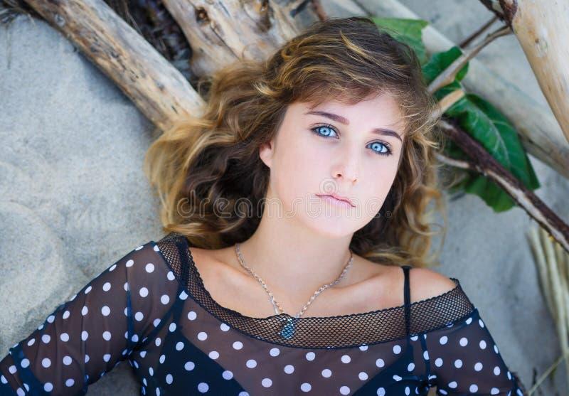 Portret van aantrekkelijk jong meisje stock fotografie