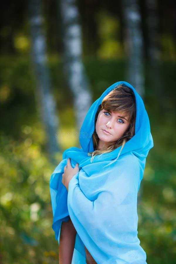 Portret van aantrekkelijk jong meisje in Sari stock foto