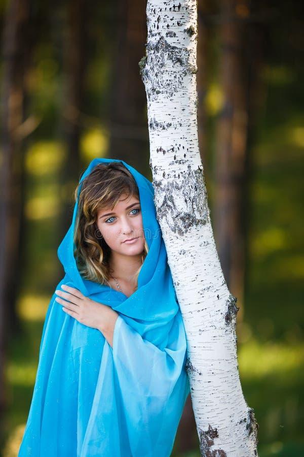 Portret van aantrekkelijk jong meisje in Sari royalty-vrije stock afbeeldingen