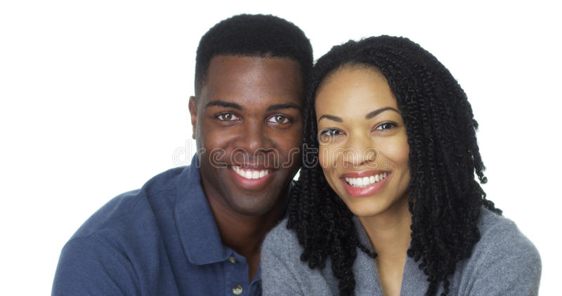 Portret van aantrekkelijk jong zwart paar die camera bekijken stock foto's