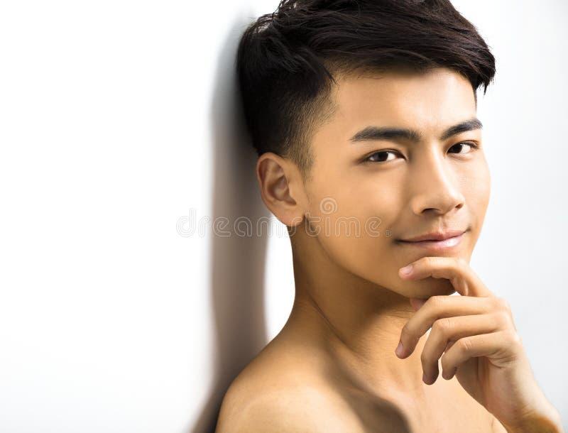 portret van aantrekkelijk jonge mensengezicht royalty-vrije stock afbeeldingen