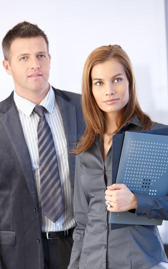 Portret van aantrekkelijke businesspeople royalty-vrije stock foto's