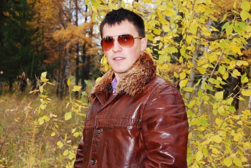 Portret van aantrekkelijke jonge kerel. stock foto's