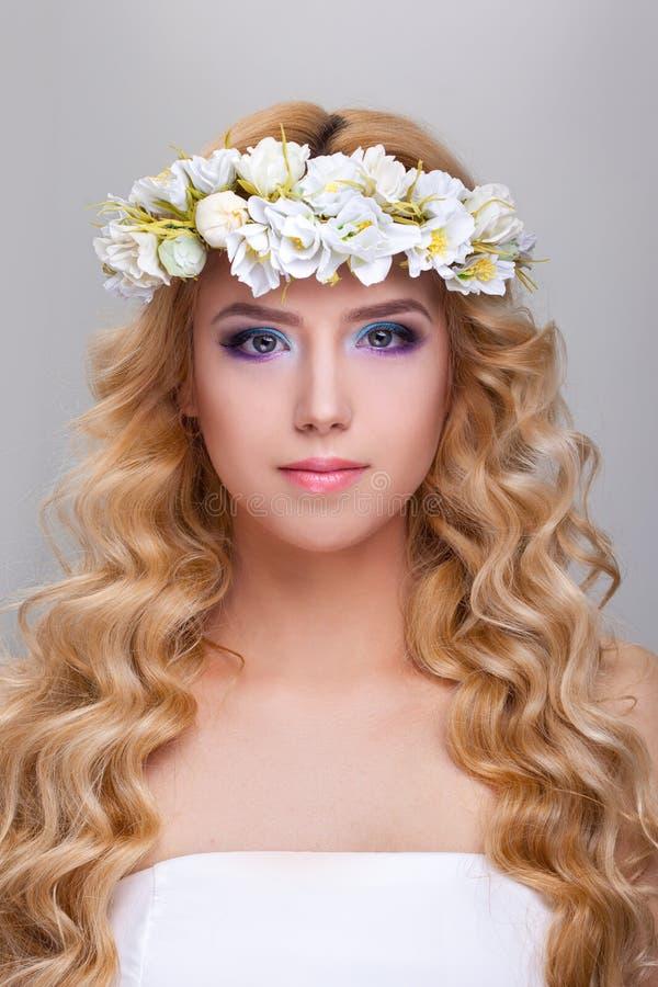 Portret van aantrekkelijke Kaukasische volwassen vrouw stock foto's