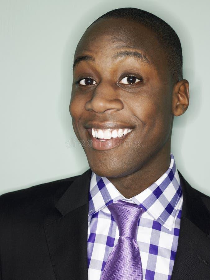 Portret van Afrikaanse Amerikaanse Zakenman Smiling stock afbeeldingen