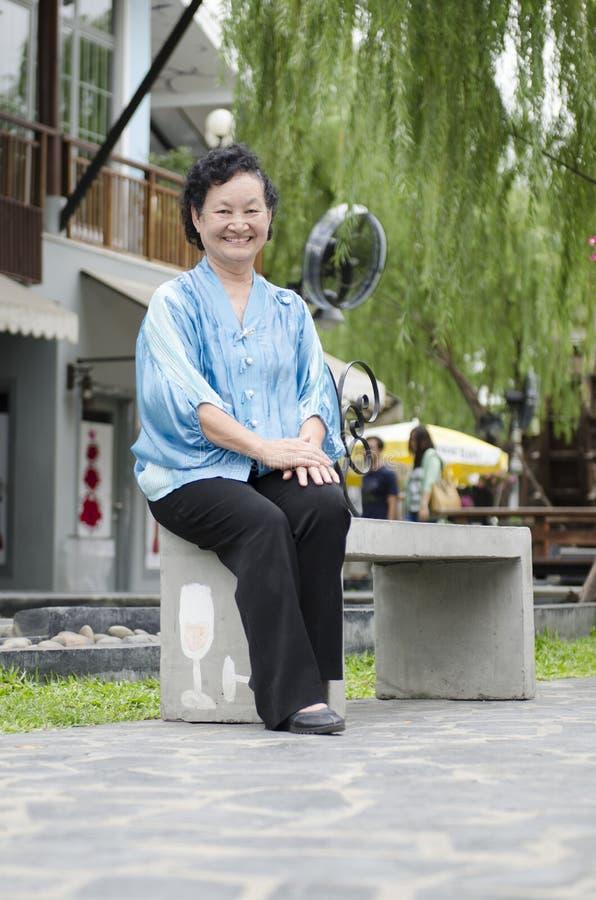 Portret van Aziatische bejaarden stock afbeeldingen