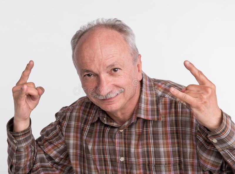 Portret van bejaarde het gesturing royalty-vrije stock foto's
