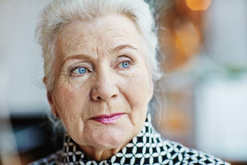 Portret van blauw-eyed hogere vrouw royalty-vrije stock afbeelding