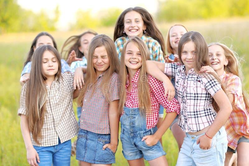 Portret van blije mooie meisjes stock fotografie