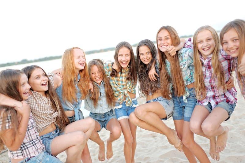 Portret van blije mooie meisjes stock foto