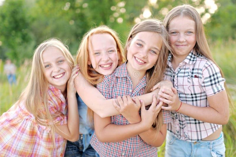 Portret van blije mooie meisjes royalty-vrije stock foto