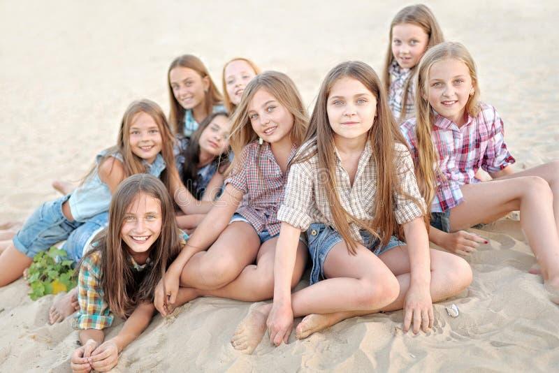 Portret van blije mooie meisjes royalty-vrije stock afbeeldingen