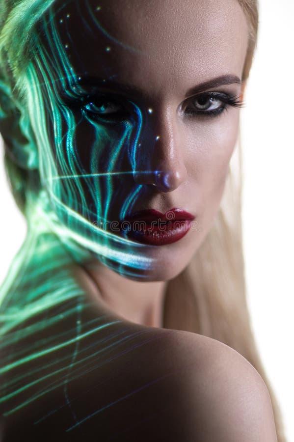 Portret van blonde Vrouw met het glanzen lichten op gezicht royalty-vrije stock afbeelding