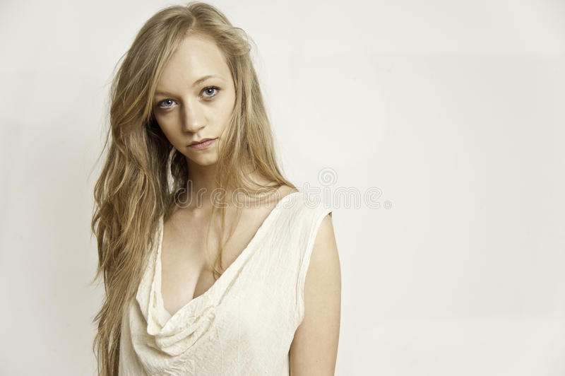 Portret van blonde wijfje royalty-vrije stock foto