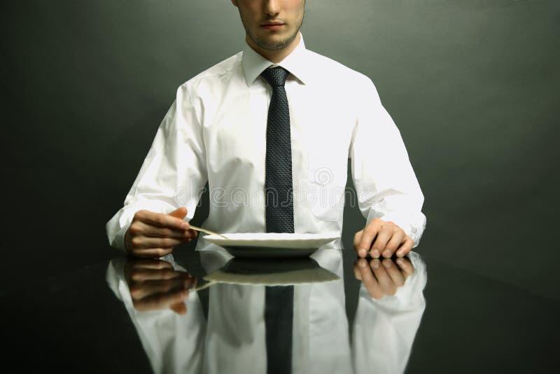 Portret van bureaumanager die aardolie eet royalty-vrije stock foto