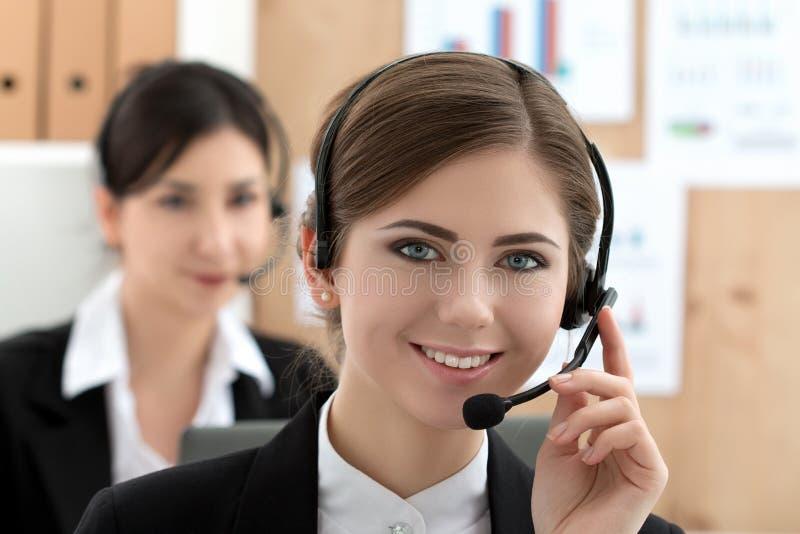 Portret van call centrearbeider stock afbeeldingen