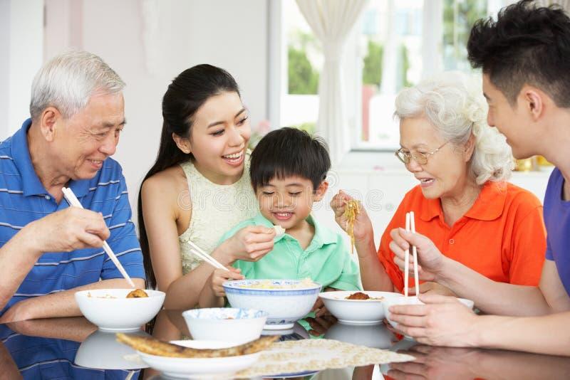 Portret van Chinese Eten het Van meerdere generaties van de Familie royalty-vrije stock foto