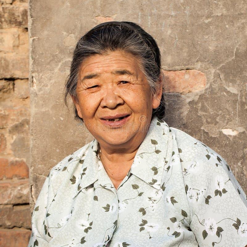 Portret van Chinese vrouwelijke bejaarden, Peking, China stock afbeelding