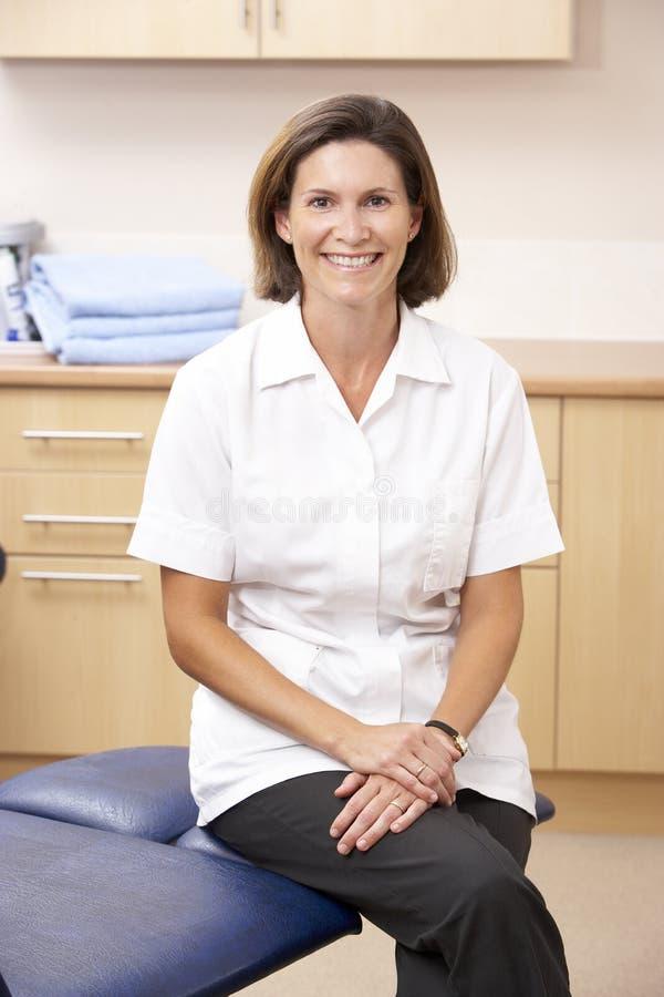 Portret van chirpodist in kliniek royalty-vrije stock foto's
