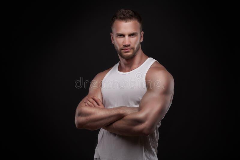 Portret van de atletische jonge mens royalty-vrije stock fotografie
