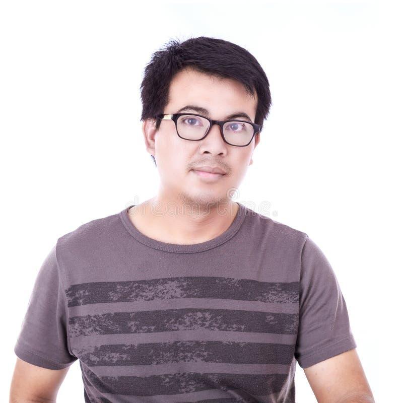 Portret van de Aziatische die glazen van de mensenslijtage op wit wordt geïsoleerd stock afbeeldingen