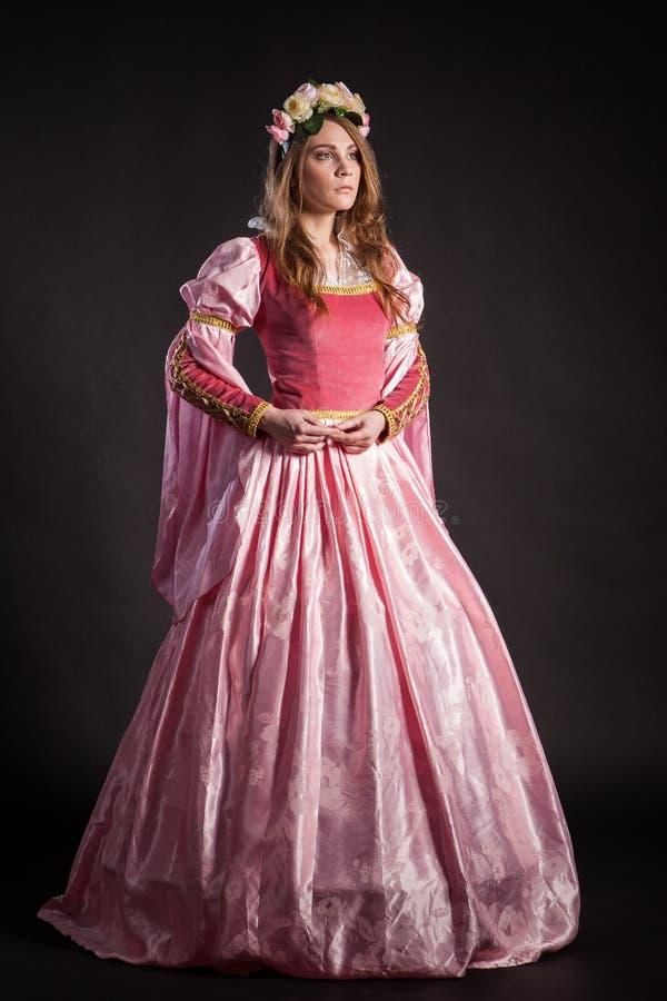 Portret van de elegante vrouw in middeleeuwse era stock afbeeldingen