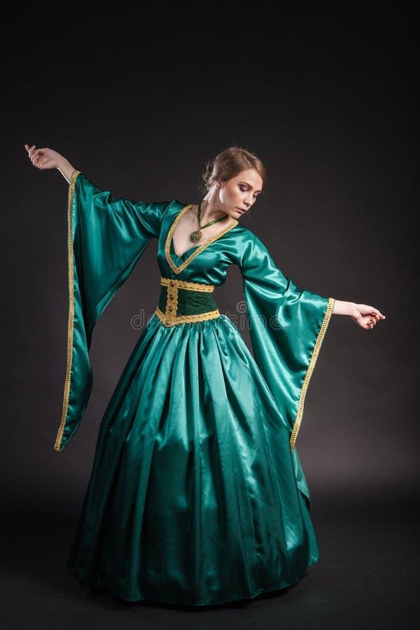 Portret van de elegante vrouw in middeleeuwse era stock fotografie