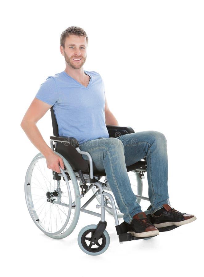 Portret van de gehandicapte mens op rolstoel stock afbeeldingen