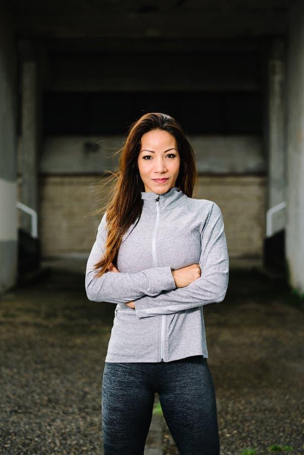 Portret van de geschiktheids het Latijnse vrouwelijke atleet royalty-vrije stock foto's