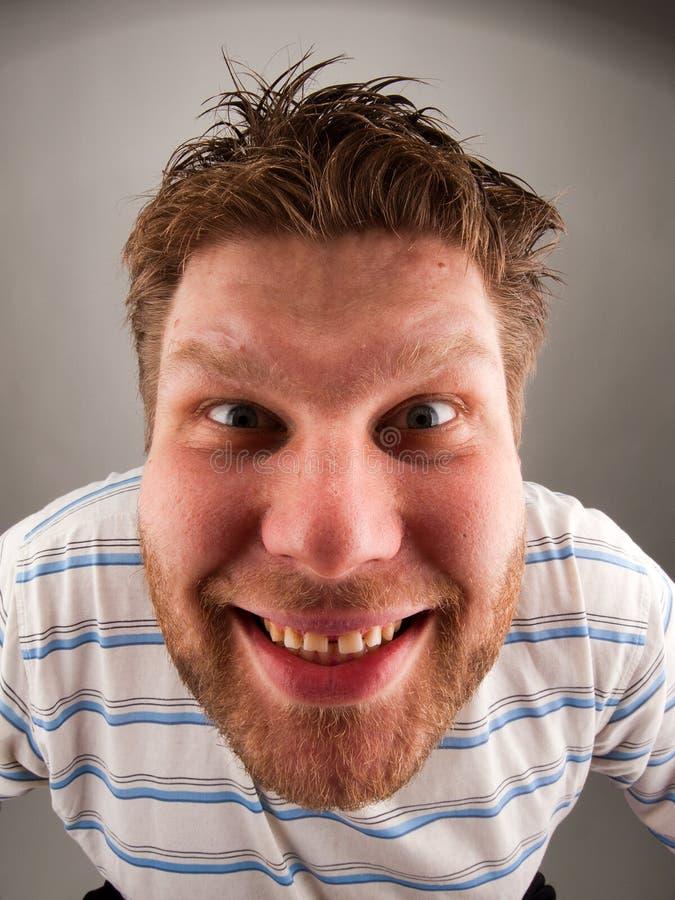 Portret van de glimlachende bizarre mens stock foto's